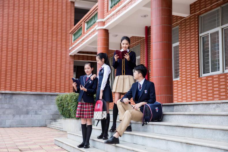 【展商速递】润克集团 | 校服的标志,学生的依赖
